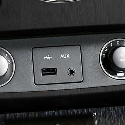 USB- ja AUX-pesad
