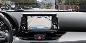Hyundai i30 Wagon dünaamilise juhisega tagurduskaamera
