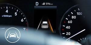 Hyundai i30 Wagon põhivarustusse kuuluv sõidurajal püsimise/teeserva jälgimise abisüsteem