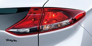 Hyundai Ioniq Plug-In LED-tagatuled.