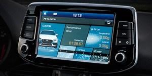 Hyundai i30 N-i eraldiseisev 8-tolline puuteekraan