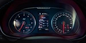Hyundai i30 N näidikutel kuvatakse mootoriõli temperatuur, pöördemoment ja turborõhk.