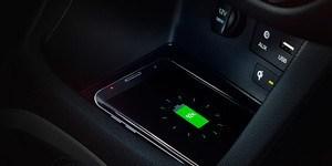 Hyundai i30 N suurepärased ühenduvussüsteemid ja sisseehitatud juhtmevaba laadimisalus