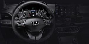 Hyundai i30 Fastbacki sportlikul roolil on ergonoomilise asetusega juhtnupud