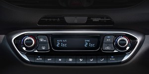 Hyundai i30 Fastbacki kahe tsooniga kliimaseade