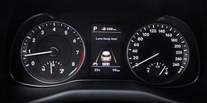 Hyundai Kona digitaalne näidikuplokk.