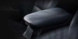Hyundai i30 Fastbacki libistatav eesmine käetugi